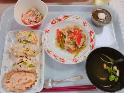 おいなりさんは3個/人提供したので、すし飯を詰めるのが、とても大変でした。