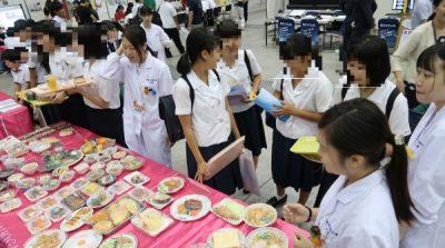 今日は何を食べたかなー?。 SATシステムを使用した食事診断に多くの高校生が参加してくれましたよ。