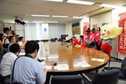 北九州市役所での記者会見・PR